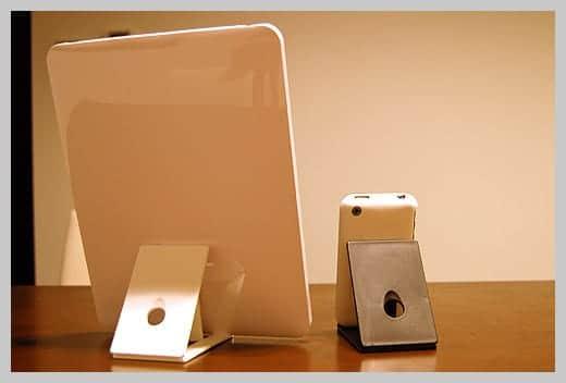 NUDE for iPad iPhoneと並べた写真 裏側