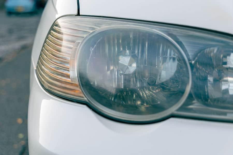 ヘッドライトはくすみがあり