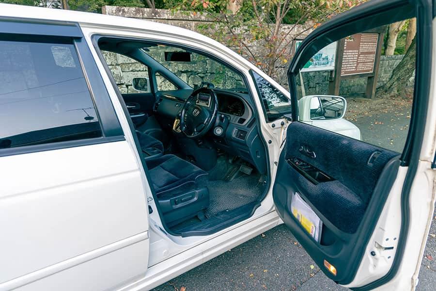 オデッセイの運転席