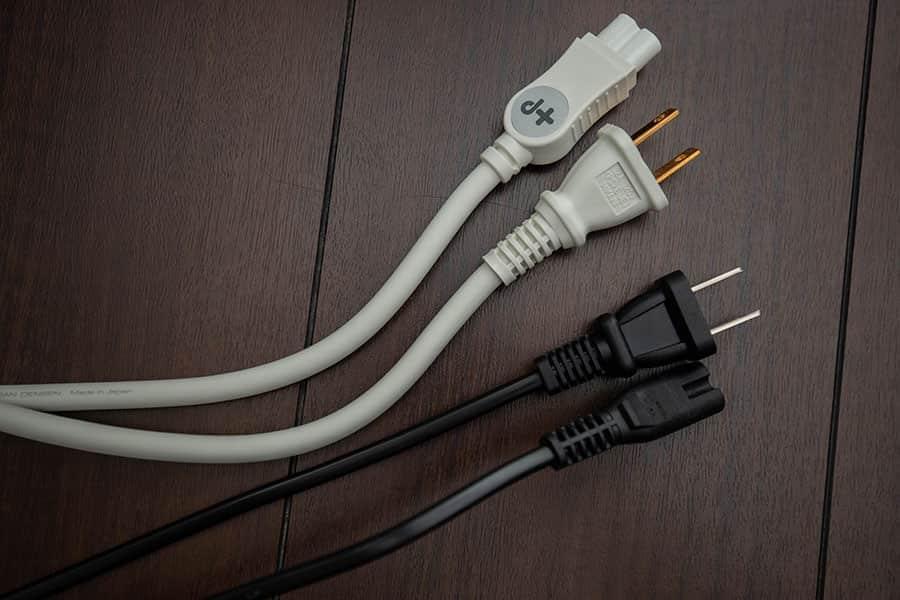 オヤイデのパワーケーブルと純正の電源ケーブル