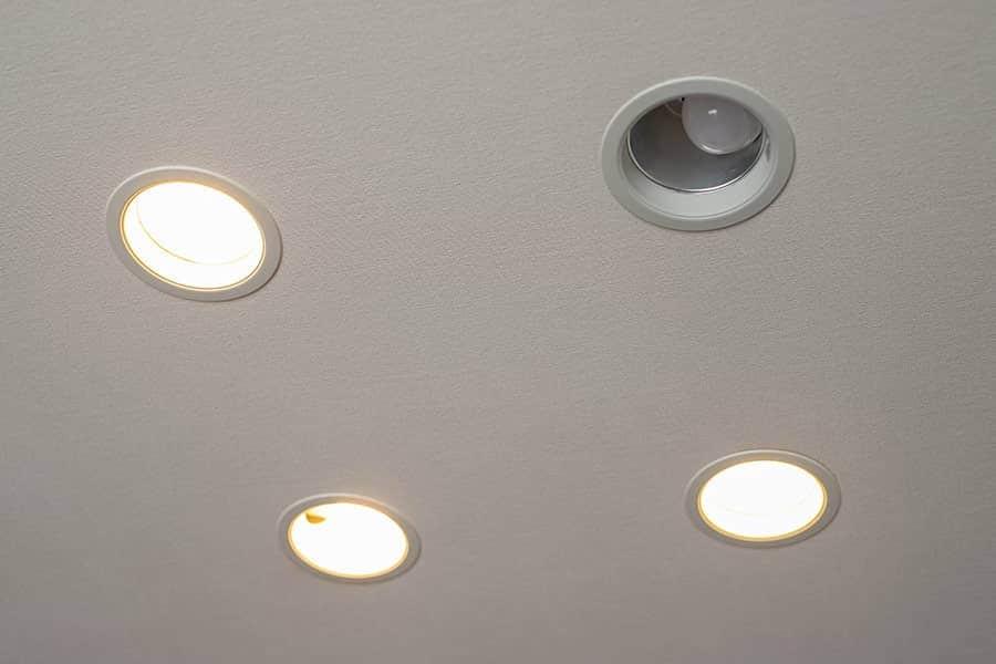 ダウンライトに取り付けたLED電球が点灯しない
