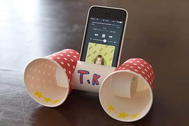 娘が自作したiPhone用紙コップ製スピーカー 角度も変えられて5cでも7 Plusでも使えるスグレモノ!