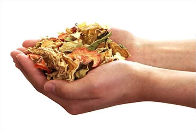 生ゴミを乾燥させるという選択。キッチンが生まれ変わる。嫌なニオイ、コバエなし。ゴミ出しも軽く。