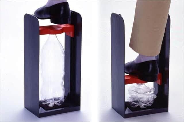 かさばるペットボトルを効率よく圧縮する『ペットボトルつぶし』2LまでOK。アルミ缶も潰せる。