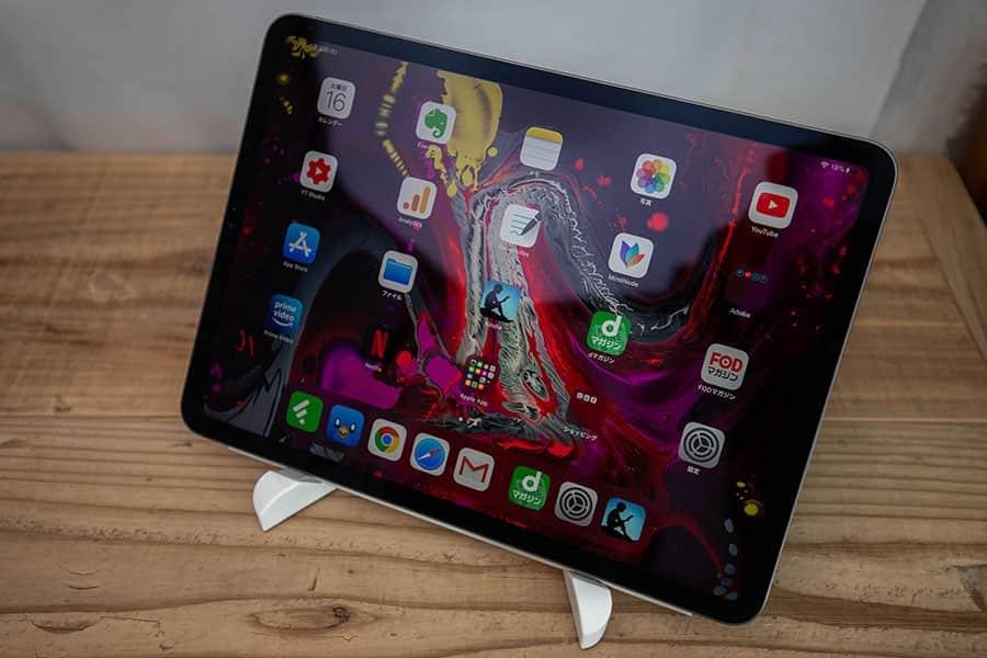 11インチのiPad Proを載せるとこんな感じ