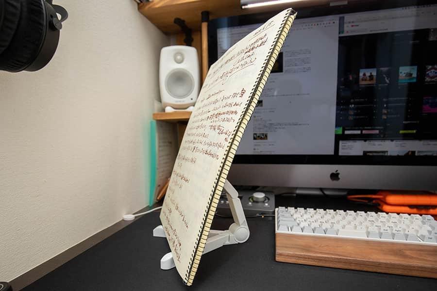 高さ35cmのスケッチブックを立て掛けられる