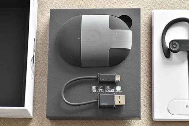 キャリングケースとUSB-A - USB Micro-Bケーブル