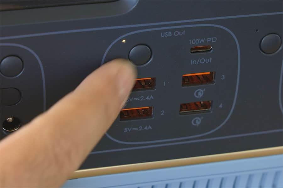 USB-A USB-C 入出力ポート