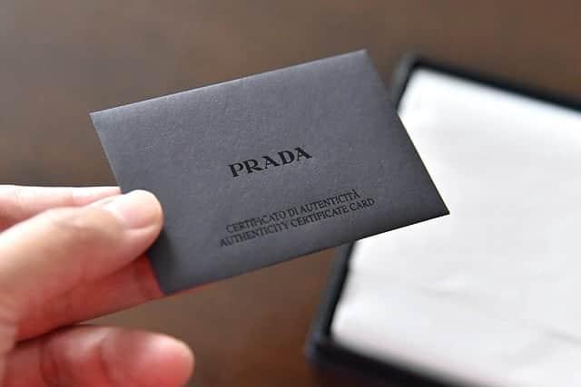カードが入ったパッケージ