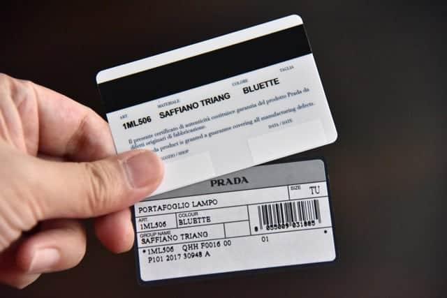 ギャランティカードと商品説明カード