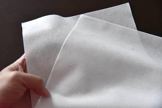 キッチンペーパーよりも分厚くて質感が柔らかな紙