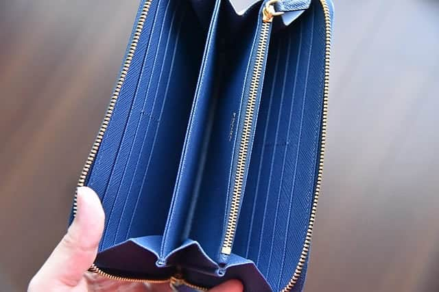 プラダの長財布の中身