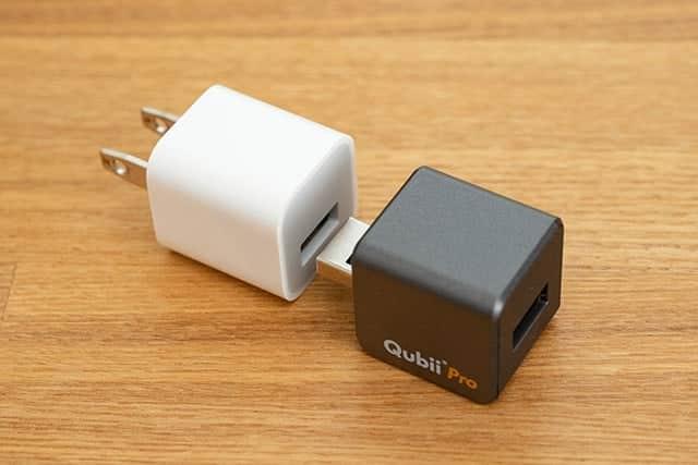 iPhoneの純正USB電源アダプタに接続します