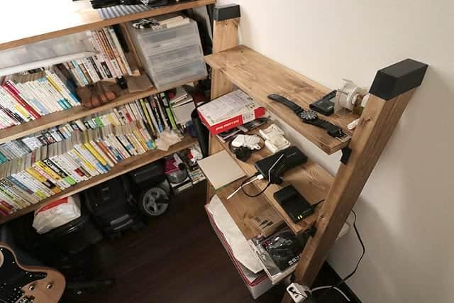 予算4,000円!簡単組み立てラダーシェルフの作り方。DIYでサイズは自由自在、斜めカット不要、電源タップも固定!