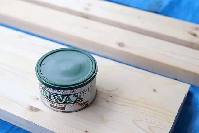 まずは木材を好きな色で塗装します