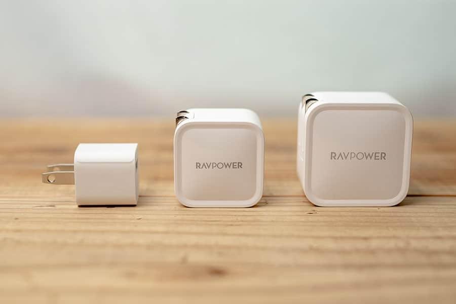 iPhoneの5W充電器、30W充電器、61W充電器