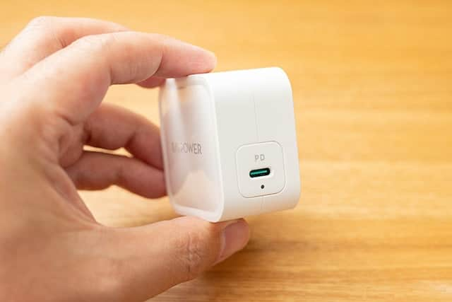 USB-C端子が一つとLEDランプ