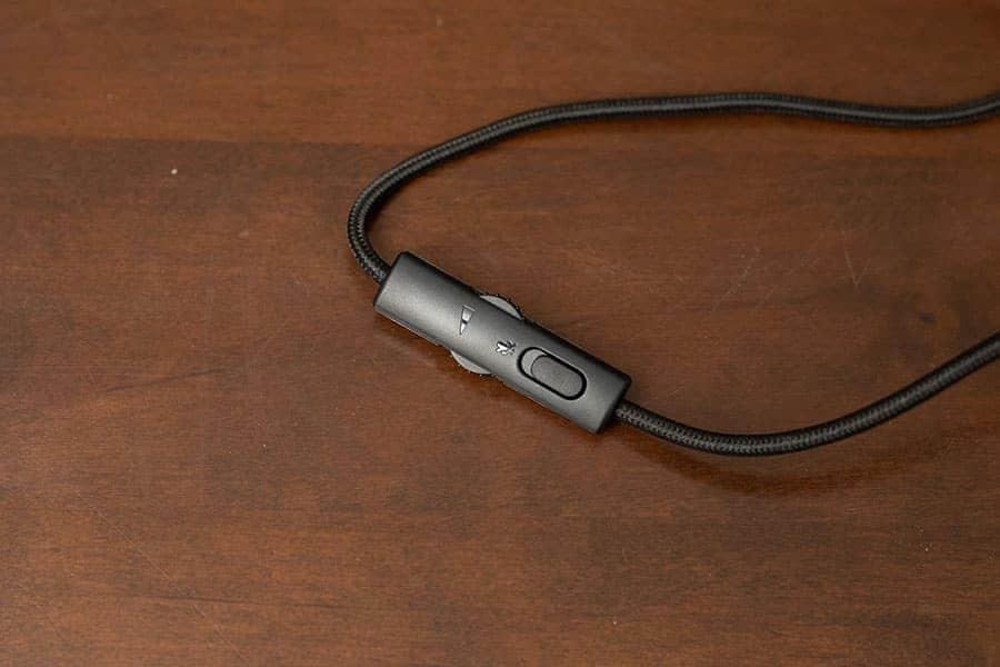 ヘッドフォンについてる音量調節とマイクのミュートスイッチ