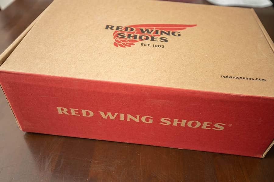 届いたレッドウイング875の箱