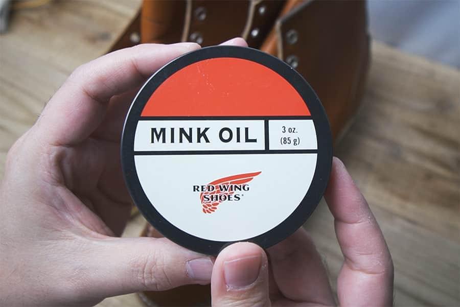 ミンクオイルで油分補給と防水