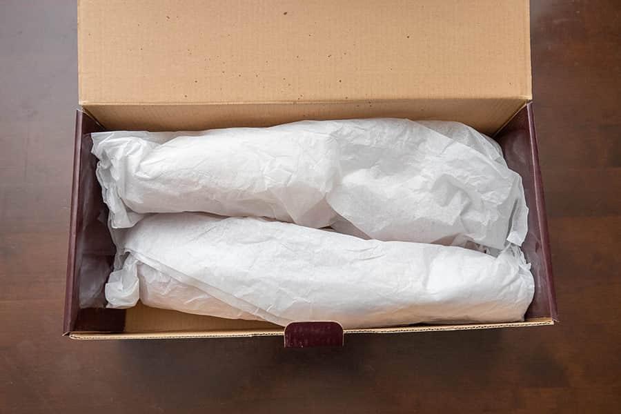 箱を開けるとアロマティックシダーの香りが漂ってきた