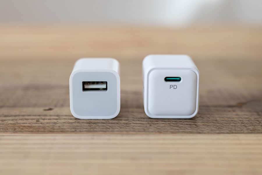 Apple純正5W充電器と大きさ比較 USB端子