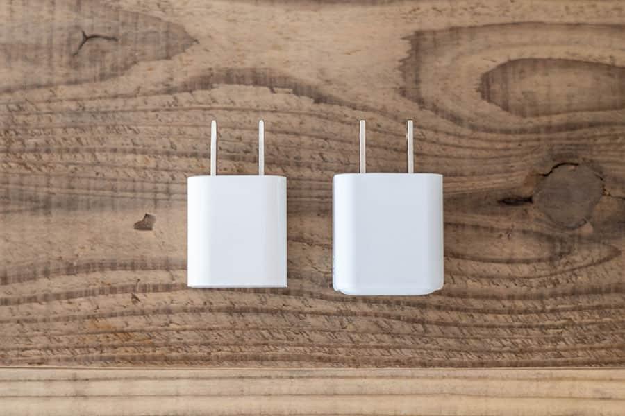 Apple純正5W充電器と大きさ比較 上から見た写真