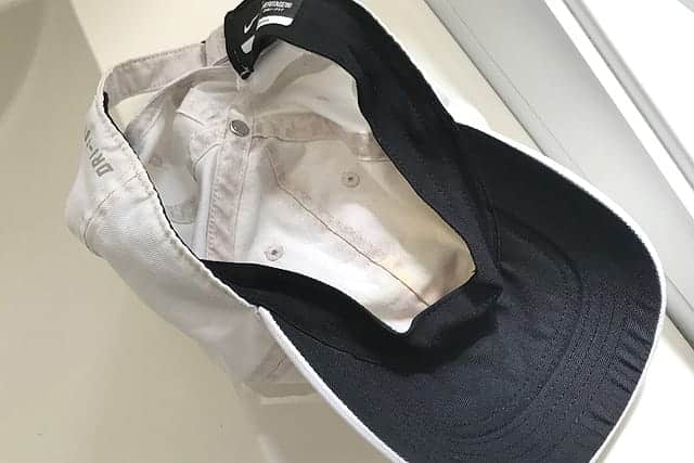 布に生えた黒カビは落ちるのか?カビキラーをカビが生えたランニングキャップに試してみた。