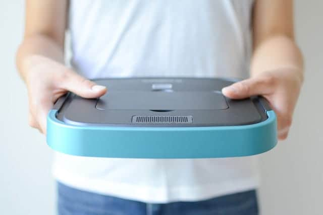 超薄型たった3.2cm!ひとり住まいに最適な『ロボット掃除機』必要最低限の機能で重さ0.8kgとコンパクト