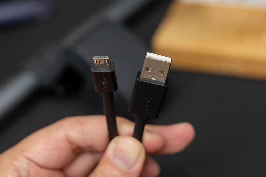 スクリーンバープラス コントローラーのケーブル USB-AとマイクロUSB