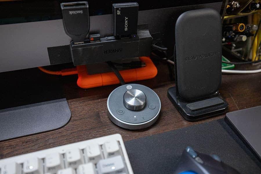 コントローラーはキーボードとマウスのすぐ近くに置きました