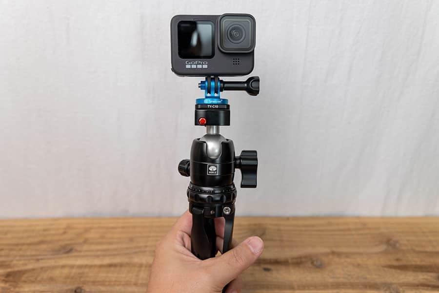 手で持って撮影する時にも便利です