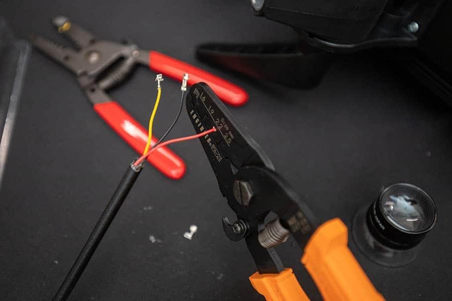 圧着ペンチでXHコネクタを作る