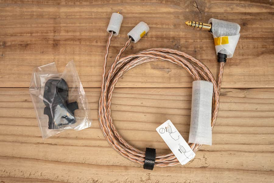MUC-M12SB1 バランスケーブルと付属品