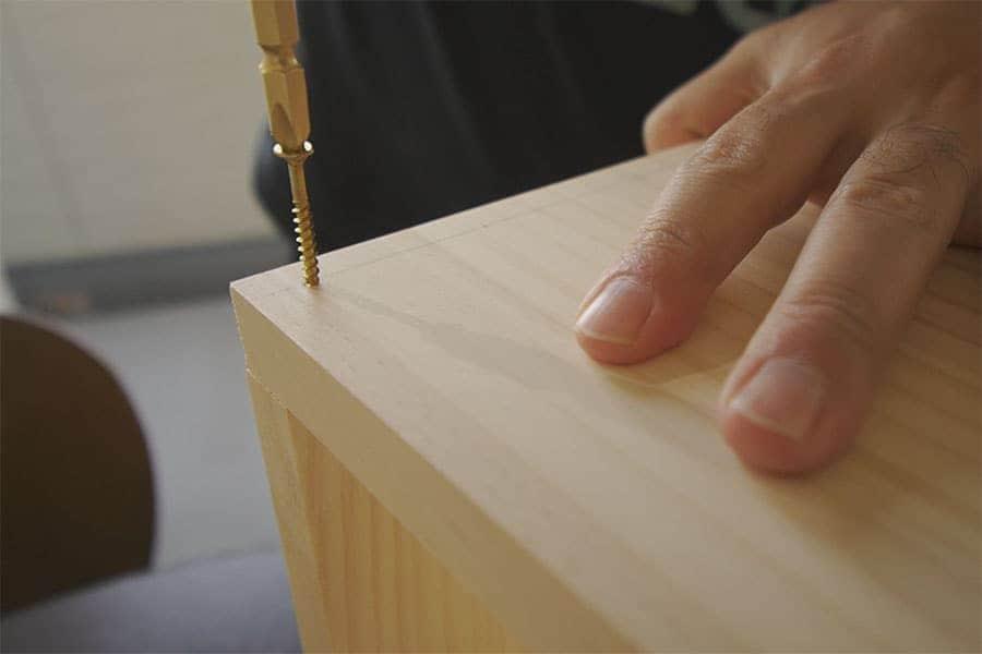 まずは木材のボックスを組み立てる