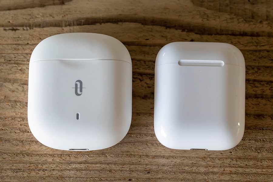充電ケースの大きさ比較 AirPodsより若干大きい