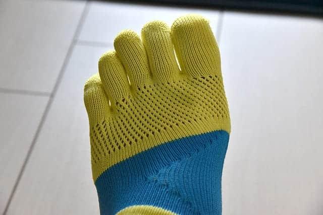 乾燥する冬。ジョギング中の靴の中が滑るので、Tabioのレーシングラン5本指ソックスを購入【レビュー】