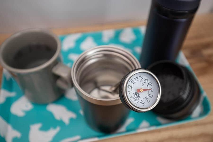 計測時に蓋を取って温度を計測しました