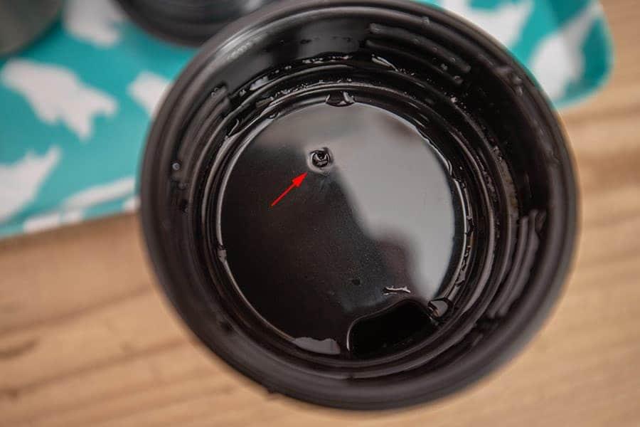 スタンレーの飲み口の上にある小さな穴