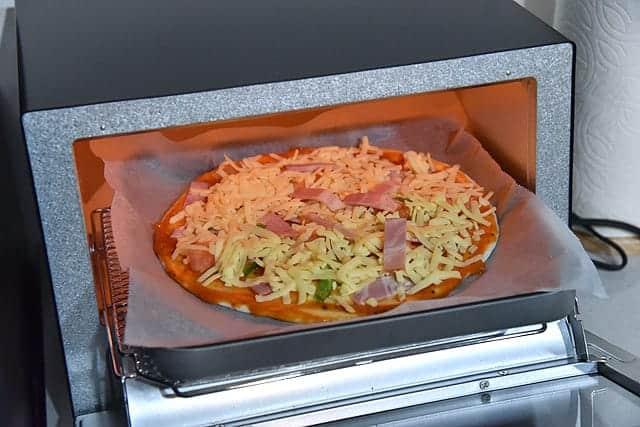 23cmのピザも丸々入る