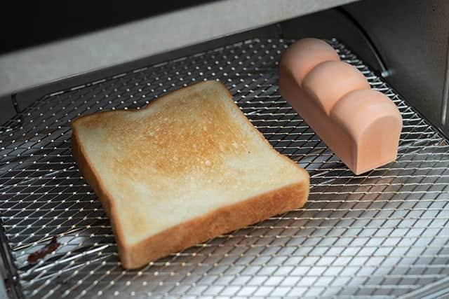あとはトースターに入れてパンを焼くだけ