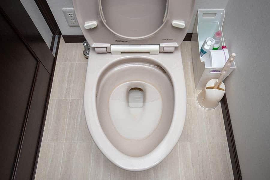 尿石で汚れたトイレ