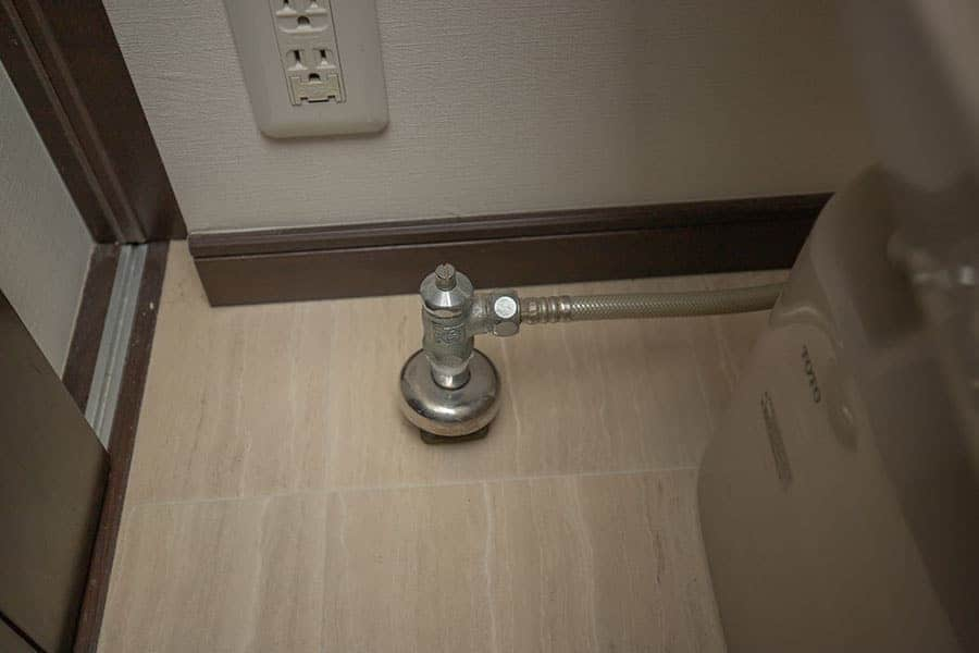 トイレの元栓を止める