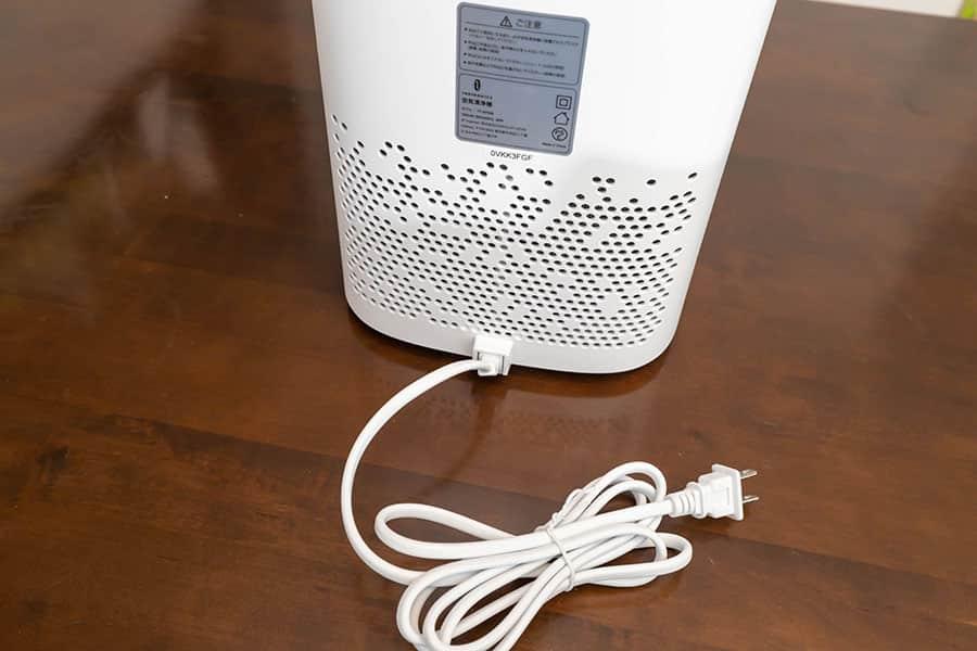 本体後ろに空気口と電源ケーブル