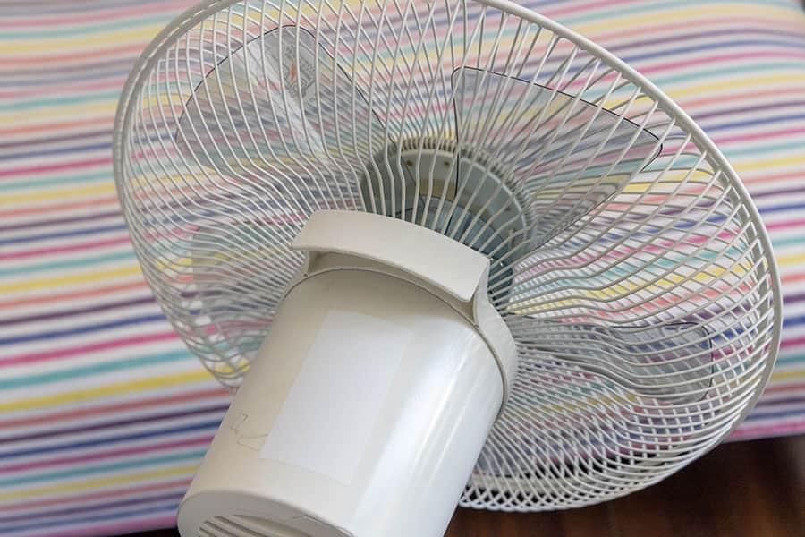 ACモーター扇風機 上部に持ち手がある