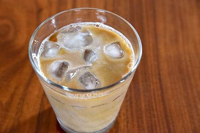 牛乳入れてカフェオレの完成