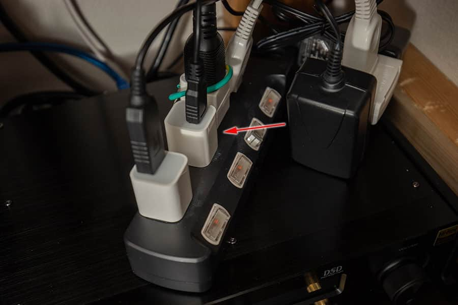 スイッチ付きの電源タップに接続