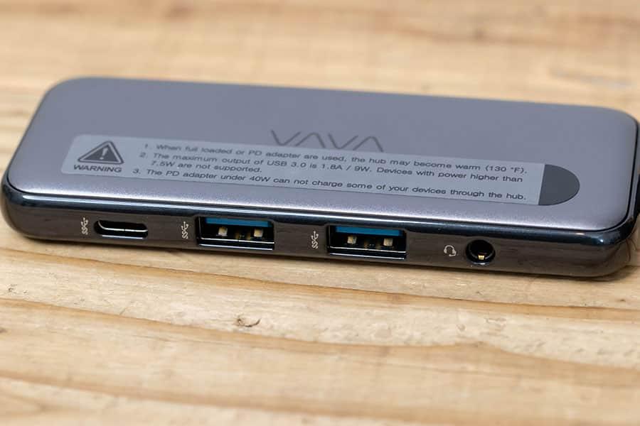 USB-CとUSB-A×2とAUX端子