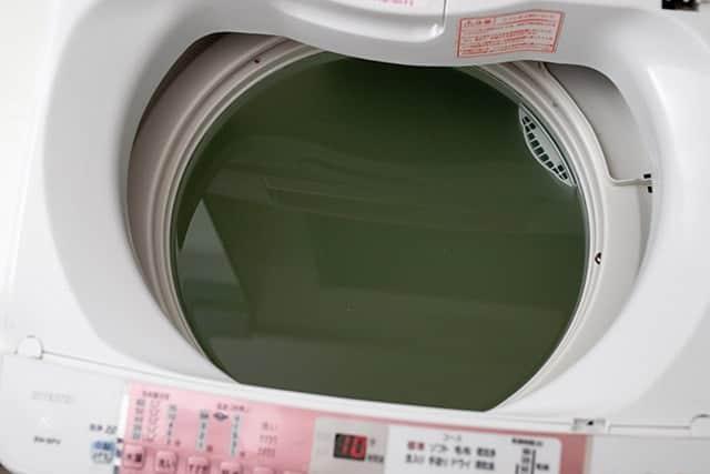 入れるだけでカビ汚れが消滅!洗濯機の掃除には塩素系漂白剤が超おすすめ