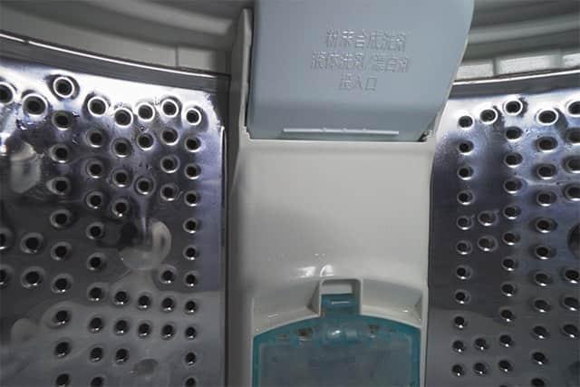 特に一番汚れがひどかった洗濯槽の上の部分もピカピカに